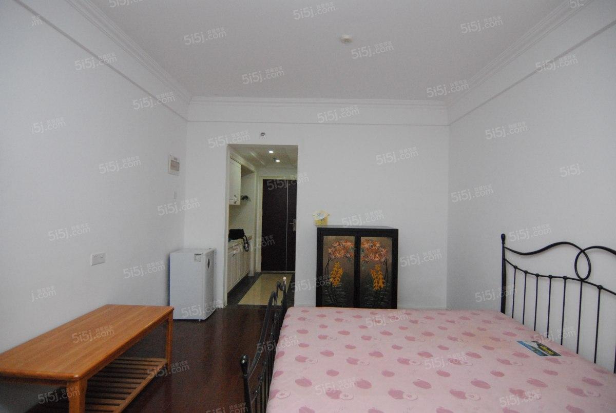 盛世嘉园小公寓,房东诚心出售,看房方便