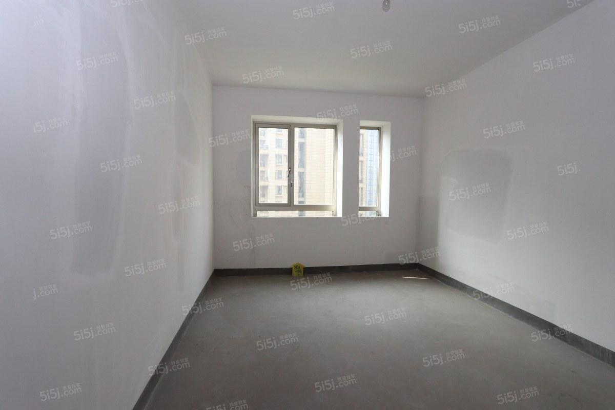 大美公寓三居室,楼层佳,交通便利上学方便省时省力省心!