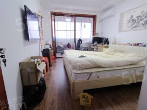 三里家园二区 精装边套户型,采光很好,业主诚心出售!