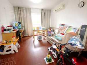 水晶城 品质小区三房朝南,客厅带阳台,全明户型 周边配套齐全