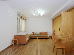 铭和苑 精装修两房两厅,中间楼层,拎包入住,诚售